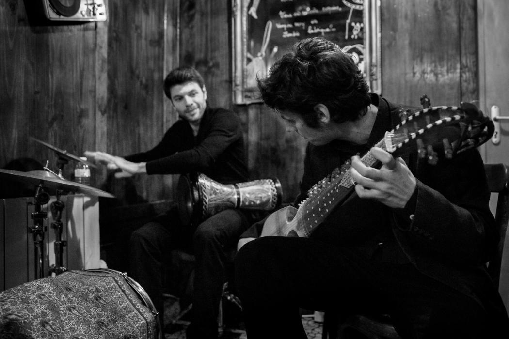 Concert du Duo Garcia lors du barathon du festival Émergences © Rémi Angeli – au Bistrot 64