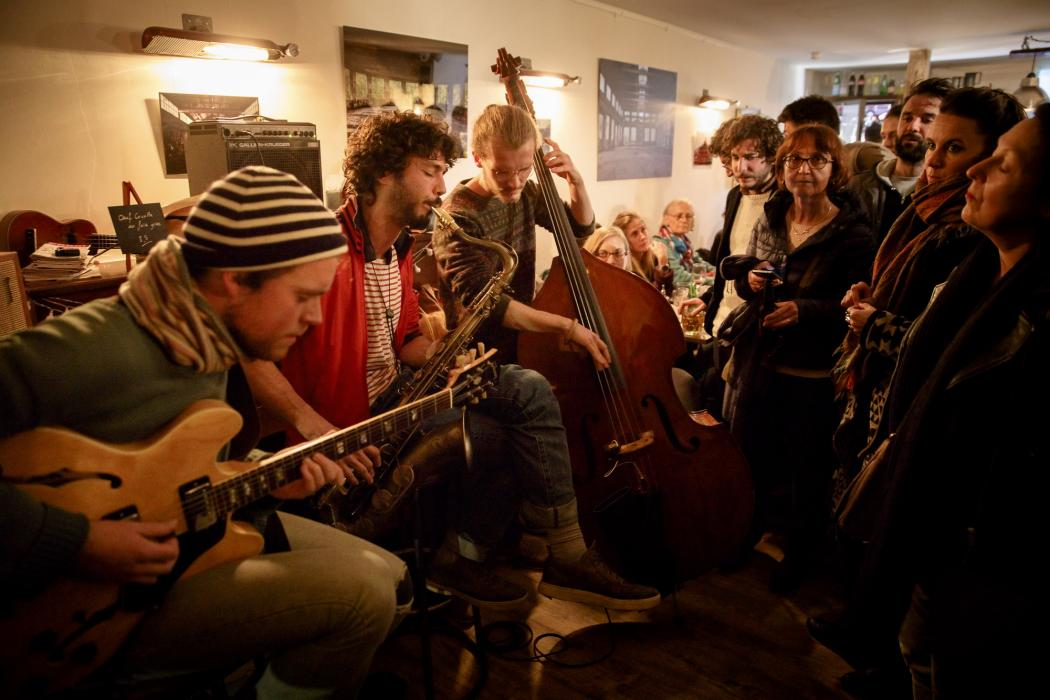Concert de Troisième Démarque lors du barathon du festival Émergences © Rémi Angeli – au bar Le Spot