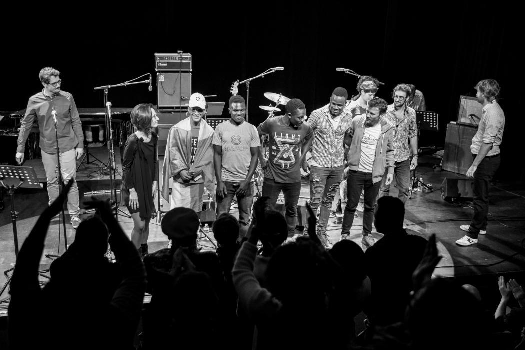 sortie de résidence avec Ultra Light Blazer (porté par Jonas Muel) - Projet réunissant les jeunes mineurs migrants de l'AMMI Val d'Amboise & plusieurs élèves de Jazz à Tours.  © Rémi Angeli – à Petit faucheux.